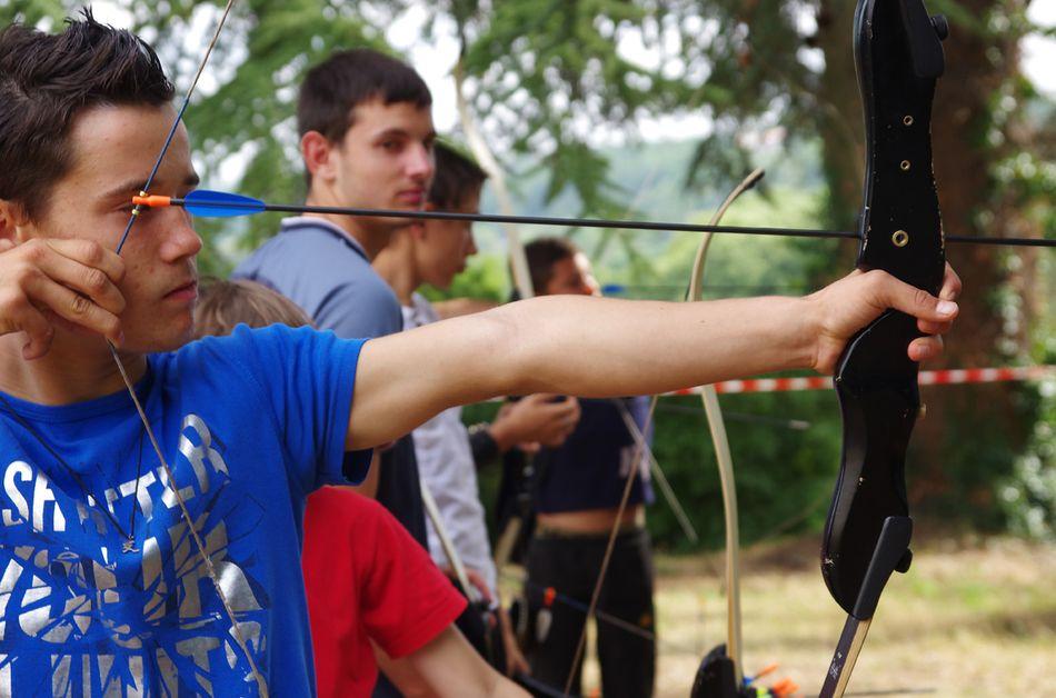 adolescent tirant à l'arc