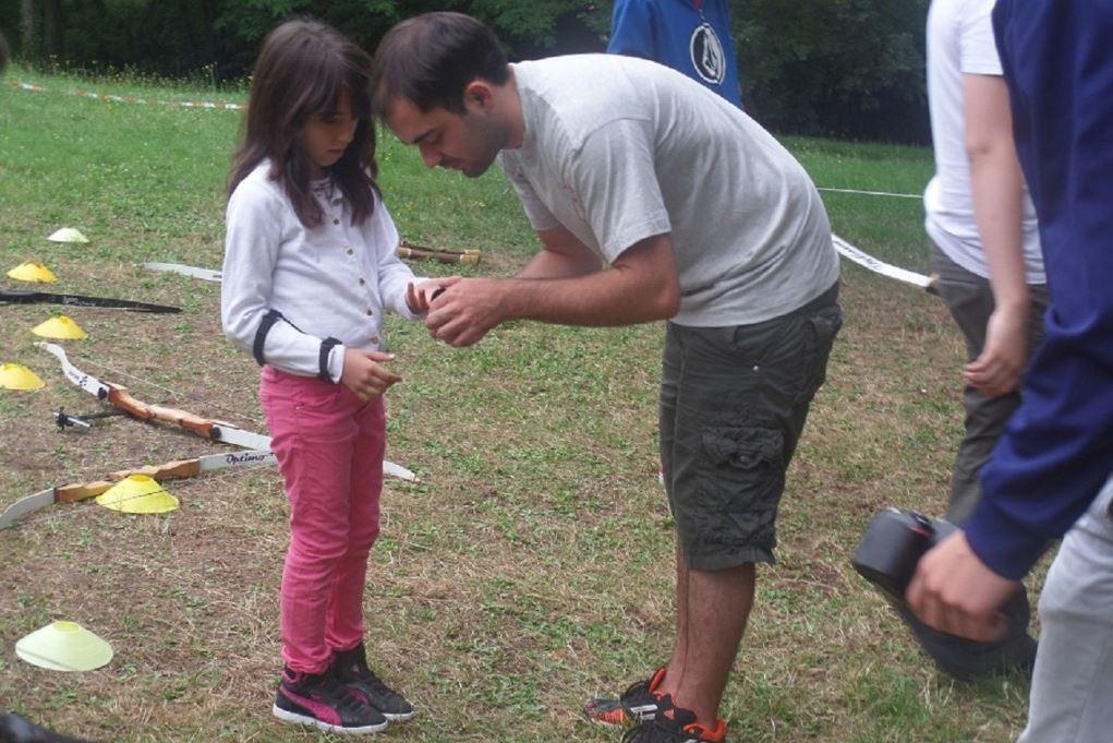 animateur capjuniors avec un enfant