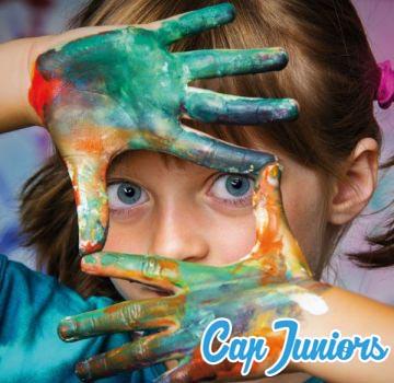 Séance coloriage pour petite fille en colonie de vacances Cap Juniors.