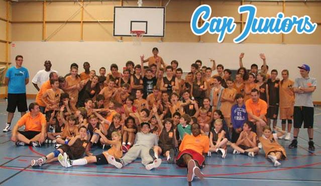 Une photo d'un groupe d'un stage sportif d'été avec Cap Juniors