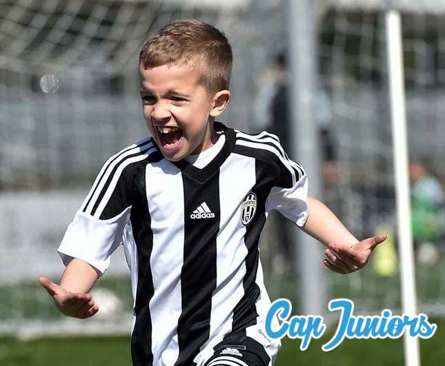 la joie d'une jeune joueur en stage de foot à Cap Juniors