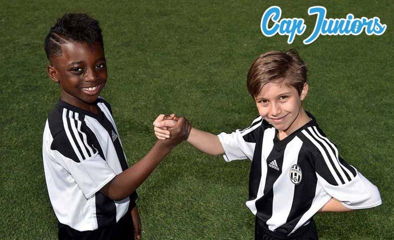 Amitiés sportives lors d'un stage de foot Cap Juniors