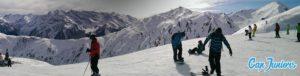Un joli panorama de montagne pris depuis des pistes de ski